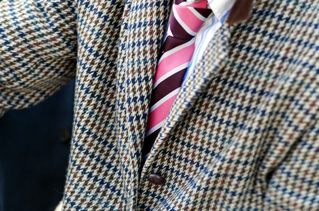 Trinity Hall, crescent tie and houndstooth jacket, cravate des Crescents et vest en pied de poule